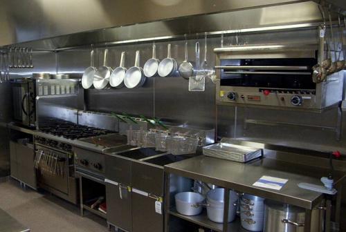 厨房设备的保养与清洁具体有哪些?